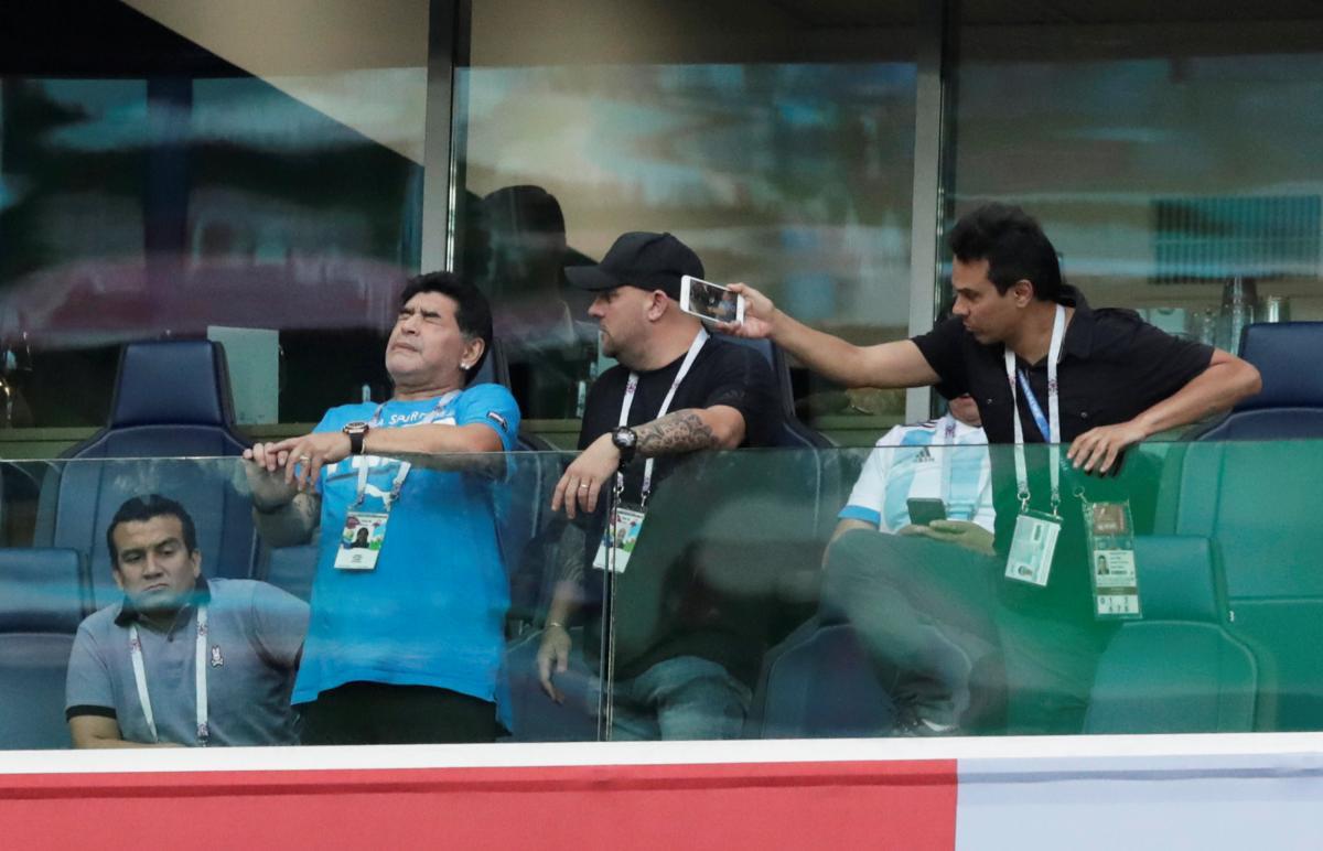 Диего Марадона отличился экстраординарным поведением во время матча ЧМ-2018 / REUTERS