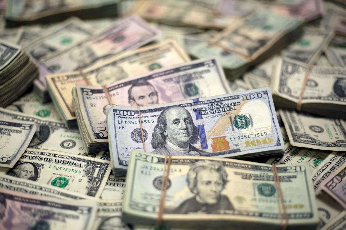 Нацбанк за неделю потратил 71 миллион долларов на поддержку курса гривни /REUTERS