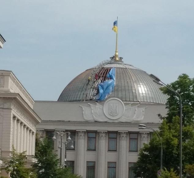 Над Радой разбирают купол / фото facebook.com/Vira Savchenko
