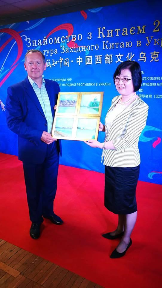 Картина була подарована як протокольний сувенір на Міжнародному заході Українсько-Китайського співробітництва / facebook.com/tatiana.antonyuk