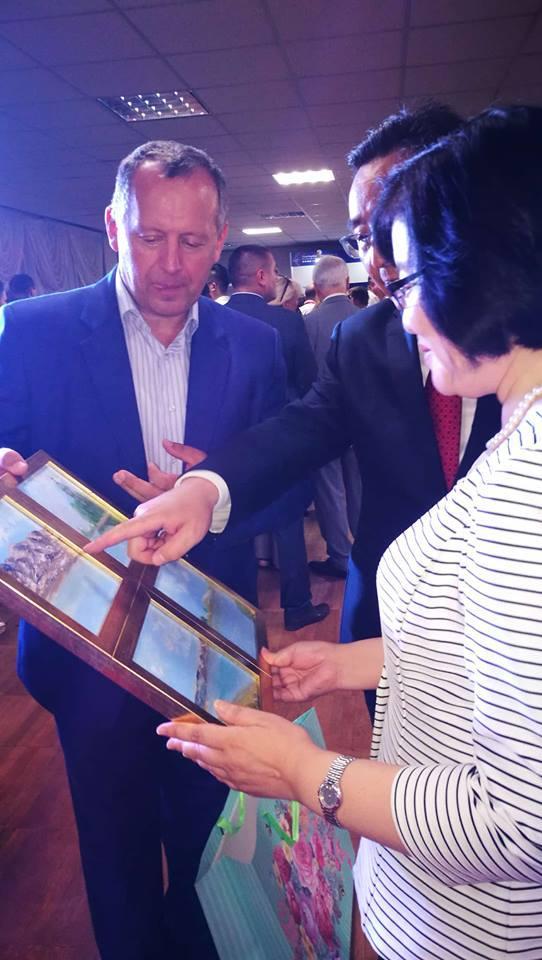 Представник посольства КНР в Україні розповів, у якій частині Тібету знаходяться зображені гори / facebook.com/tatiana.antonyuk