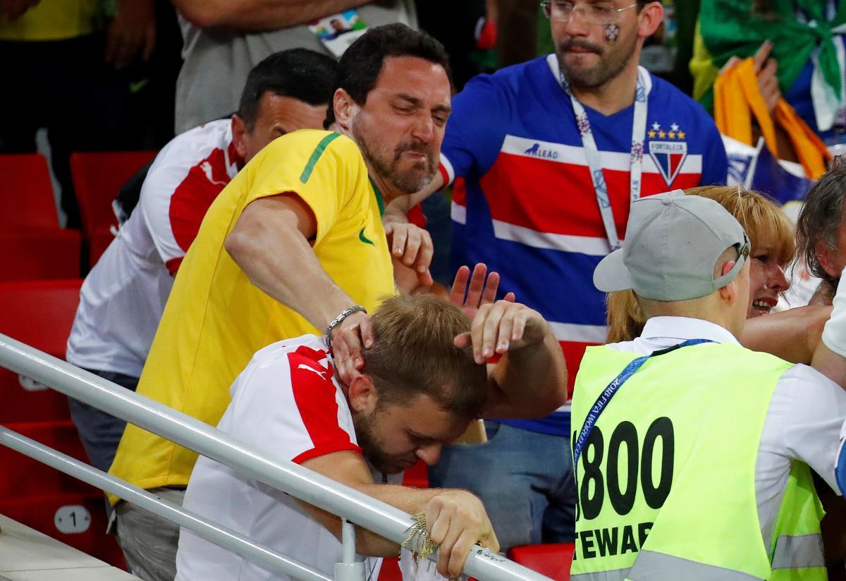 Сербские и бразильские фанаты подрались во время матча ЧМ-2018 / Reuters
