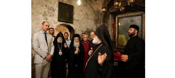 Армянский Патриархат подарил принцу Уильяму крест / aspekty.net