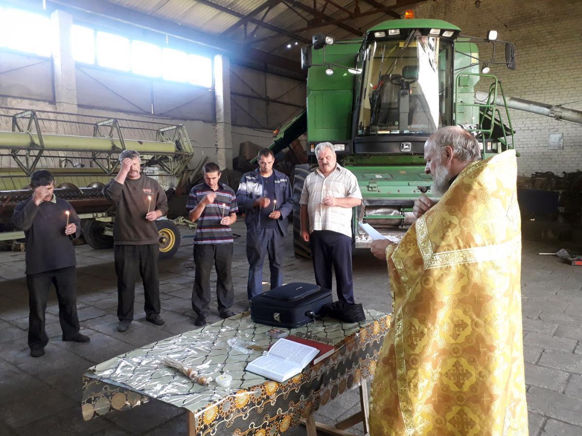 На Житомирщине комбайнеров благословили на сбор урожая / news.church.ua
