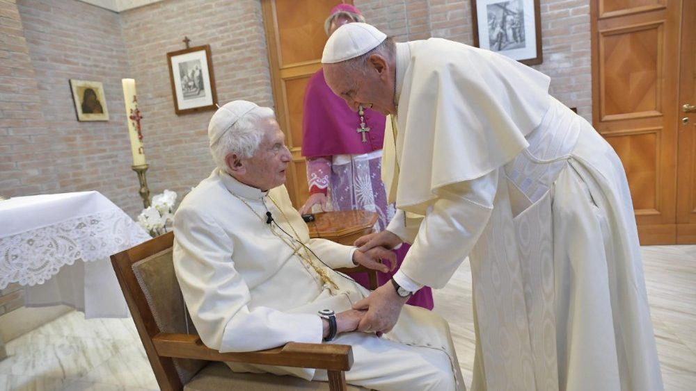 Папа Франциск и новые кардиналы посетили Бенедикта XVI / vaticannews.va