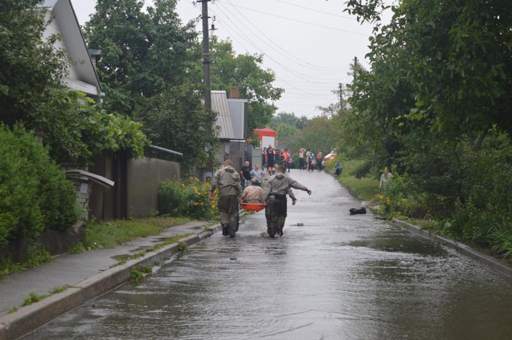 Мэр Чернигова пообещал пострадавшим от подтопления возместить убытки / фото cn.dsns.gov.ua