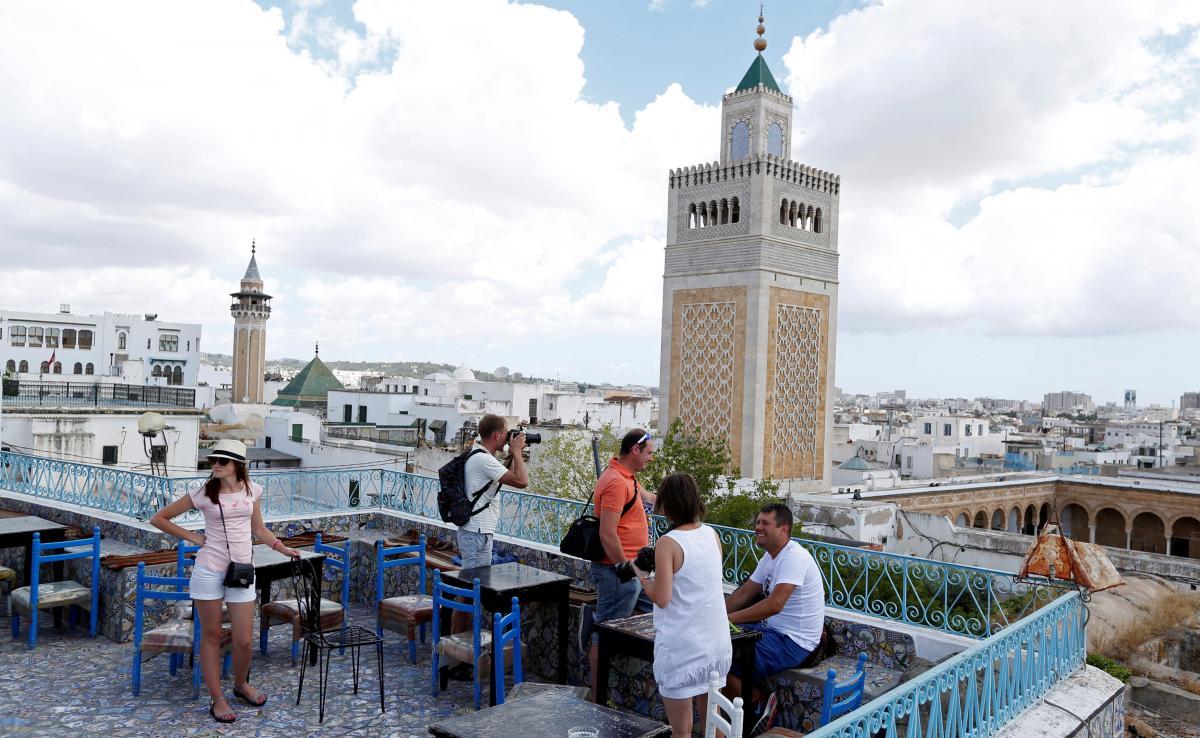 Власти Туниса отменили комендантский час, введенный из-за СЩМШВ-19 / фото REUTERS