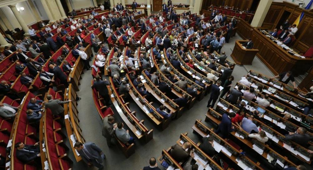Рада приняла скандальные поправки к закону об Антикоррупционном суде