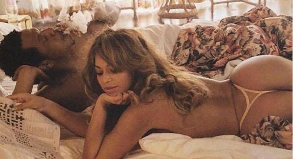 Бейонсе з чоловіком в ліжку  співачка показала свої оголені сідниці заради  нової книги (фото) (4.13 23) bc4885dc53fe7