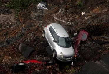 Повінь в Індії: дороги перетворилися на річки, є загиблі (фото)