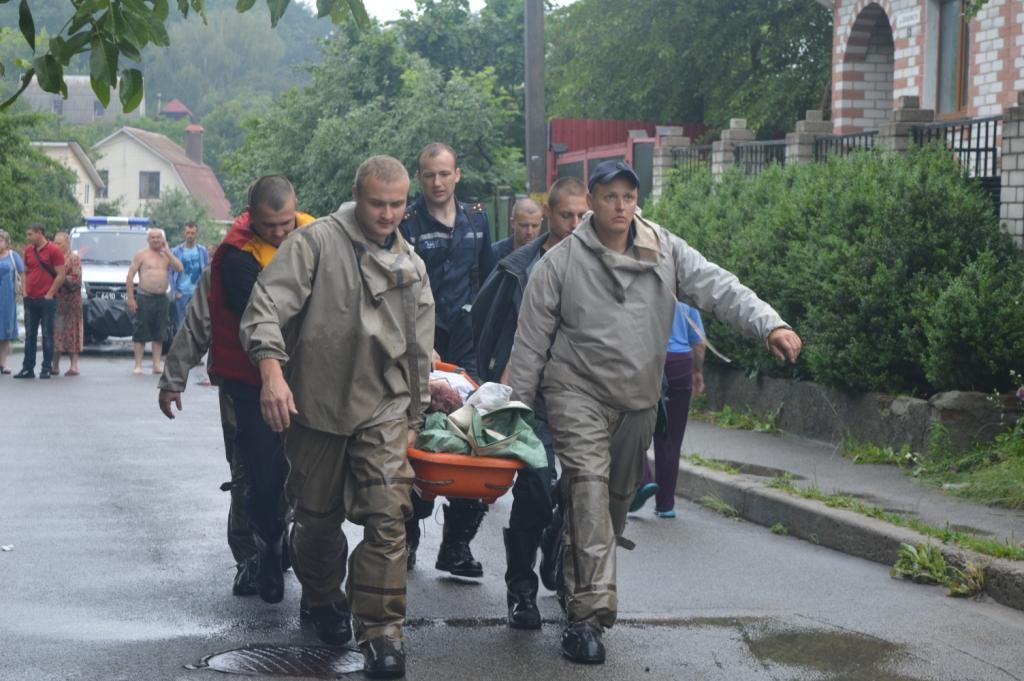Рятувальники надали допомогу постраждалим від підтоплення домівок у Чернігові/ LУ ДСНС України у Чернігівській області