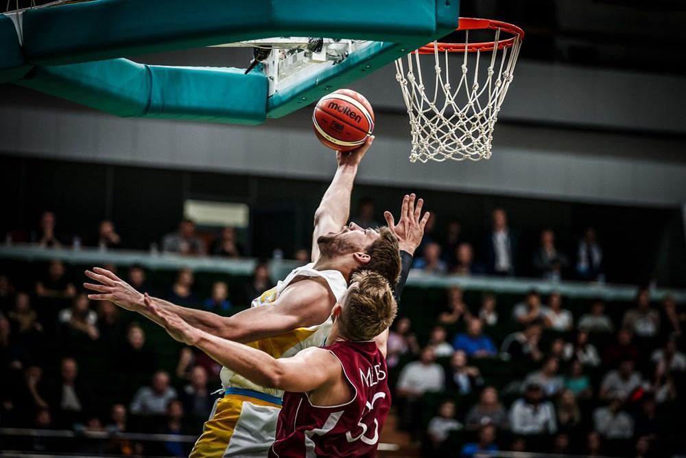 Кравцов став найрезультативнішим і найефективнішим гравцем збірної України в матчі проти Латвії / fiba.com