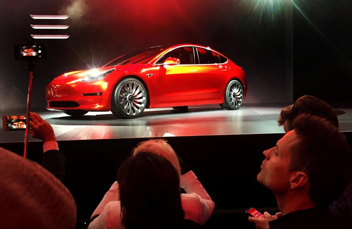 Автомобіль Tesla Model 3 / REUTERS