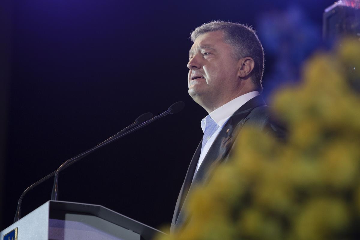 Мир на условиях капитуляции неприемлем, заявил Порошенко / фото president.gov.ua
