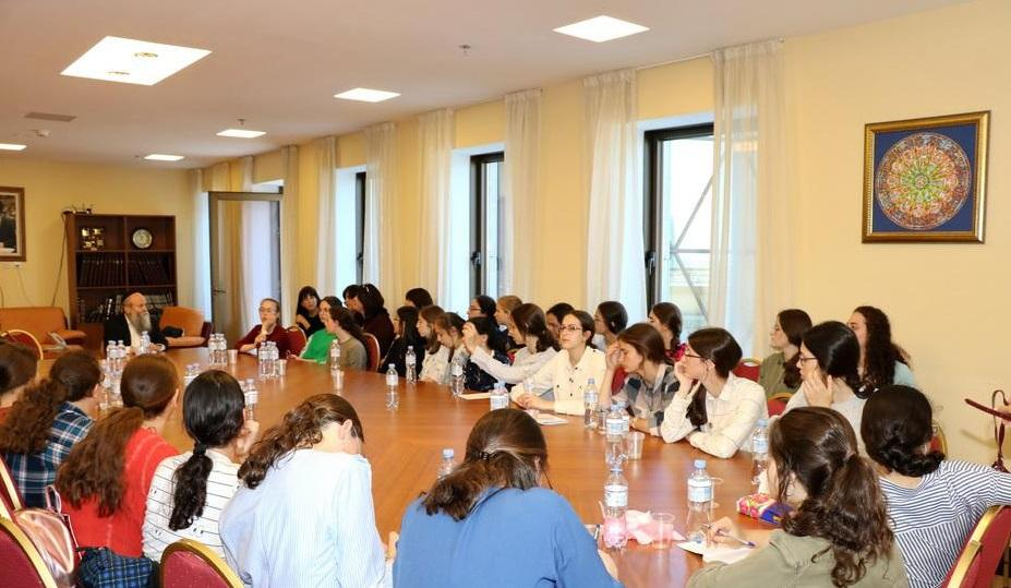 Ученицы израильской школы начали путешествие по Украине / djc.com.ua