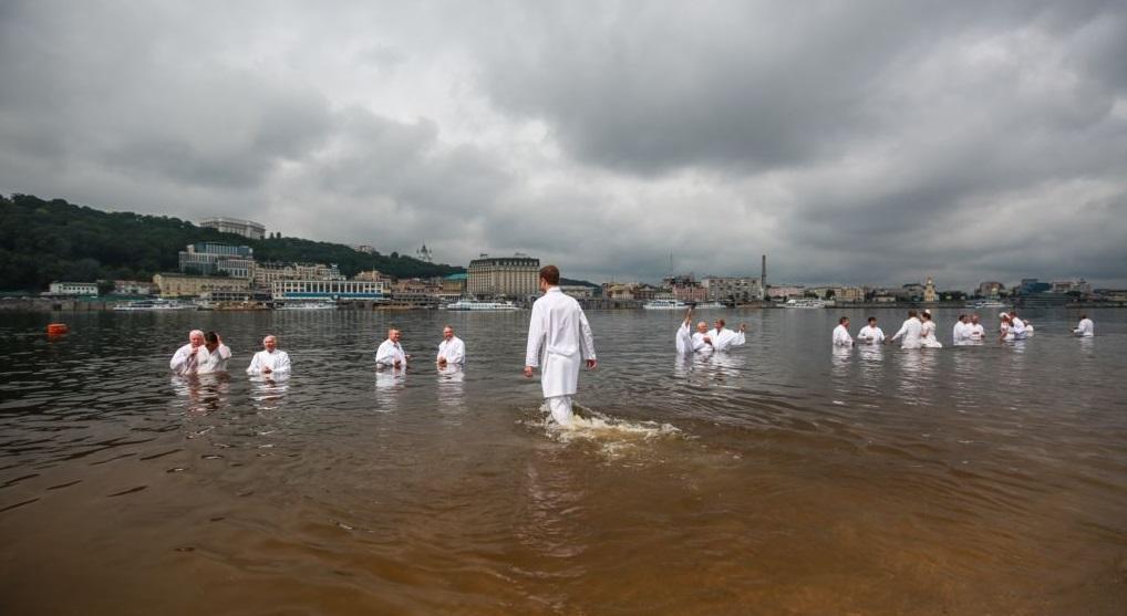 150 баптистов крестились в Днепре / radiosvoboda.org