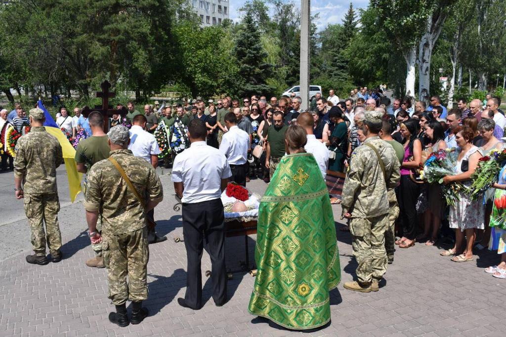 В Северодонецке священник УПЦ отпел героически погибшего украинского воина / news.church.ua