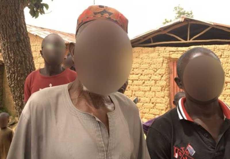 Імам жінок і дітей сховав у своєму будинку, а чоловіків – у мечеті / standardmedia.co.ke
