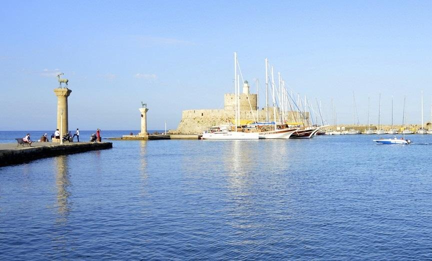 Порт Мандраки на острові Родос / Фото Юлія Корнійчук
