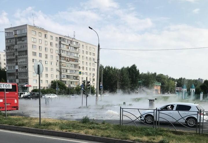 Инцидент произошел из-за порыва на теплопроводе / kazanreporter.ru