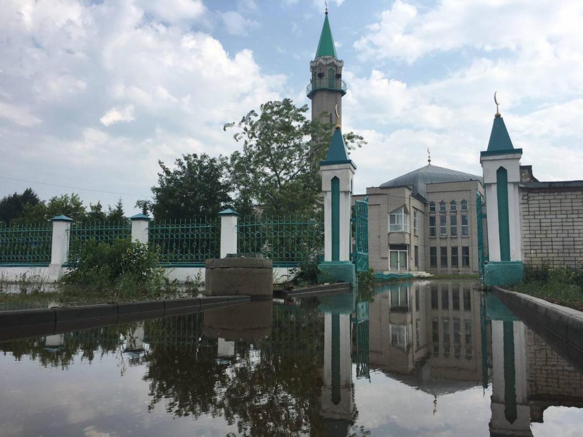 Горячей водой затопило двор мечети / kazanreporter.ru