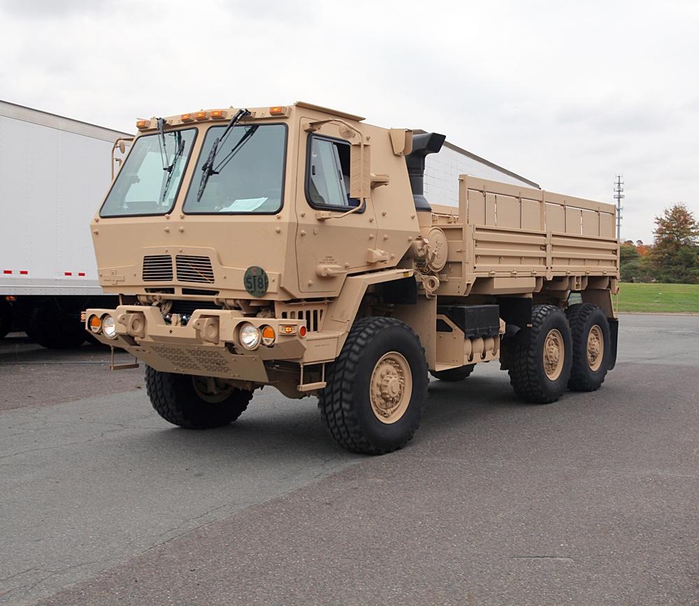 Лазерную установку планируется установить на армейскийгрузовиксемейства FMTV / фото defense.gov