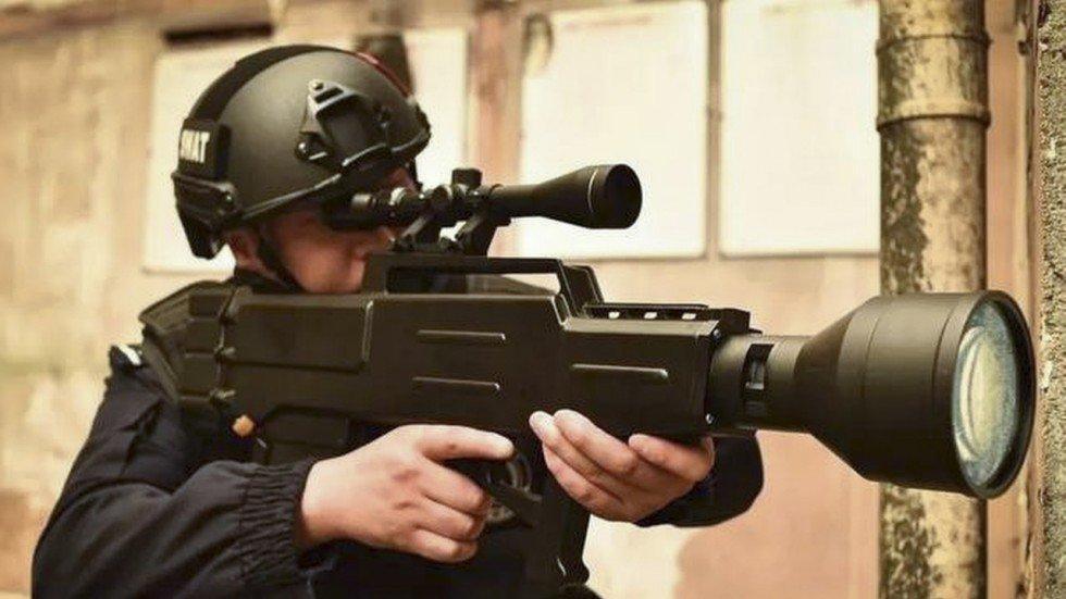 Китайцы представили лазерное ружье с дальнобойностью почти километр / scmp.com