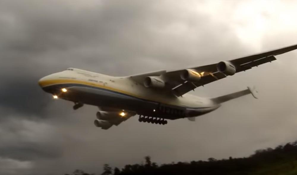 Ан-225 вражає не тільки розміром / Кадр з відео