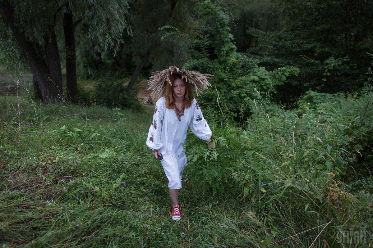 Чтобы приворожить суженого,было принято дарить веночки русалочкам в лесу / фото УНИАН