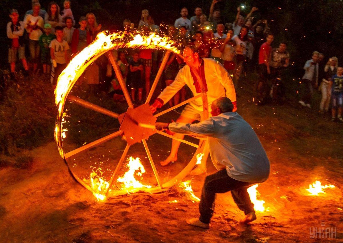 Классический символ Купала – огненное колесо / фото УНИАН