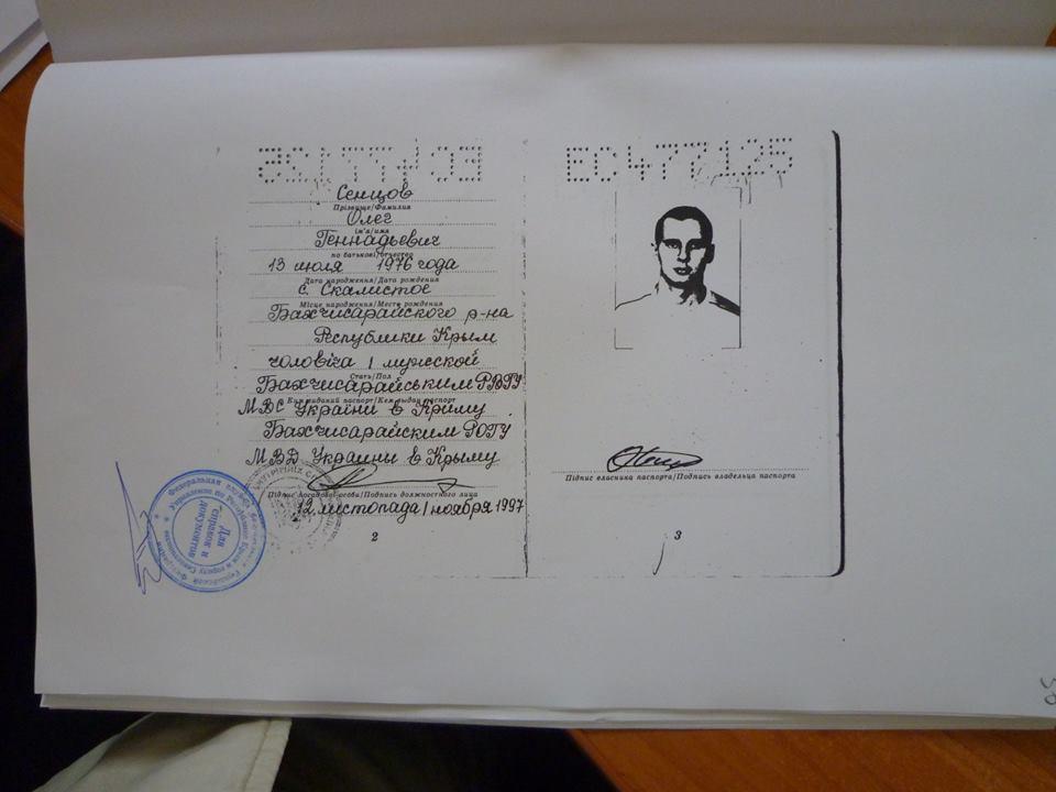 Копия паспорта Олега Сенцова, подтверждающая его украинское гражданство / фото Facebook Дмитрий Динзе