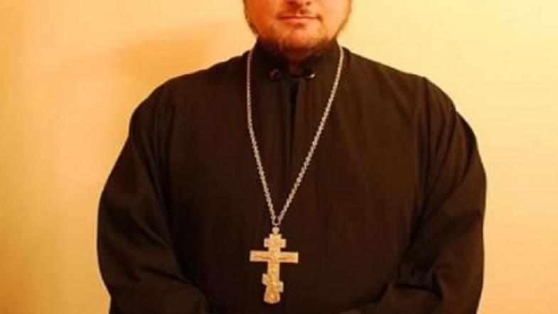 Неизвестный «батюшка» ходит по квартирам и попрошайничает / vesti-ukr.com