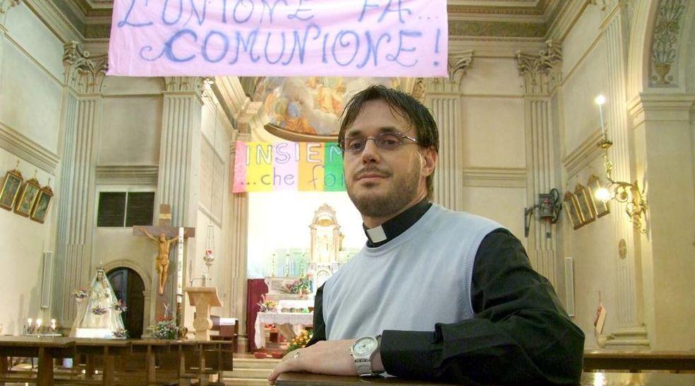 Отец Джулиано Косталунга в своем бывшем приходе / churchmilitant.com