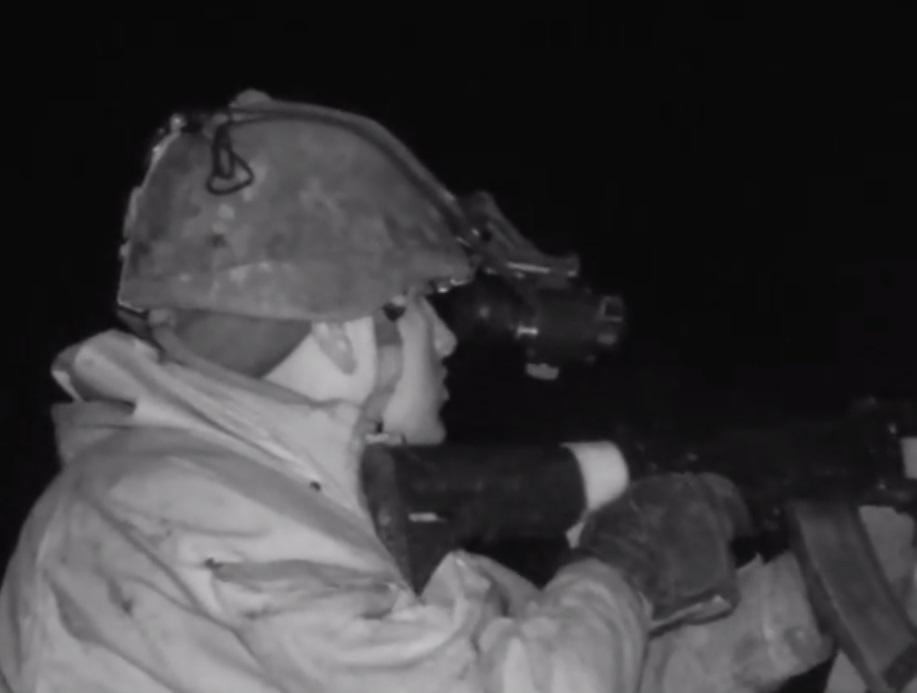 В кадре слышен победный клич военного / Скриншот