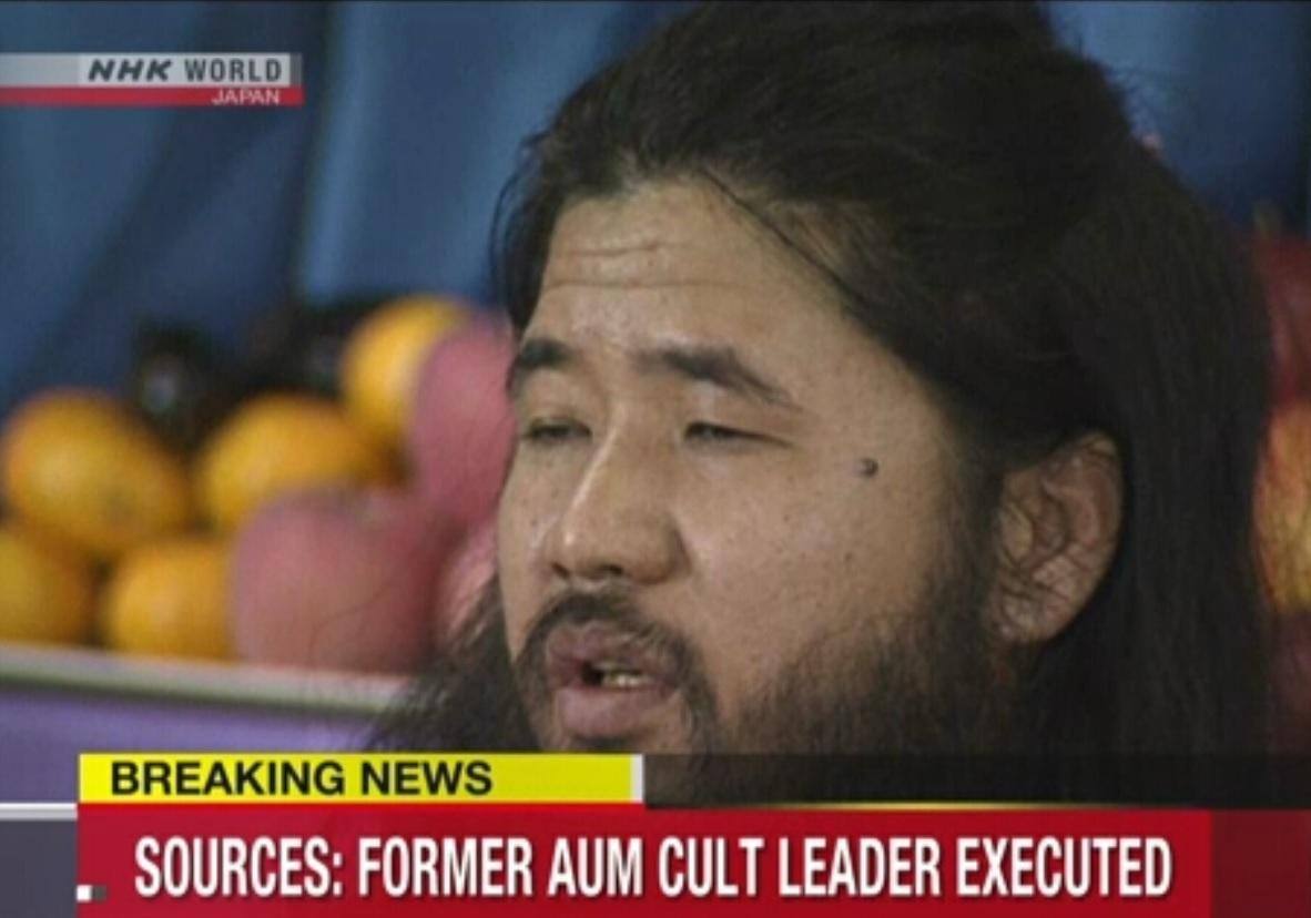 В Японии казнили лидера тоталитарной террористической секты Секо Асахару / скриншот - NHK