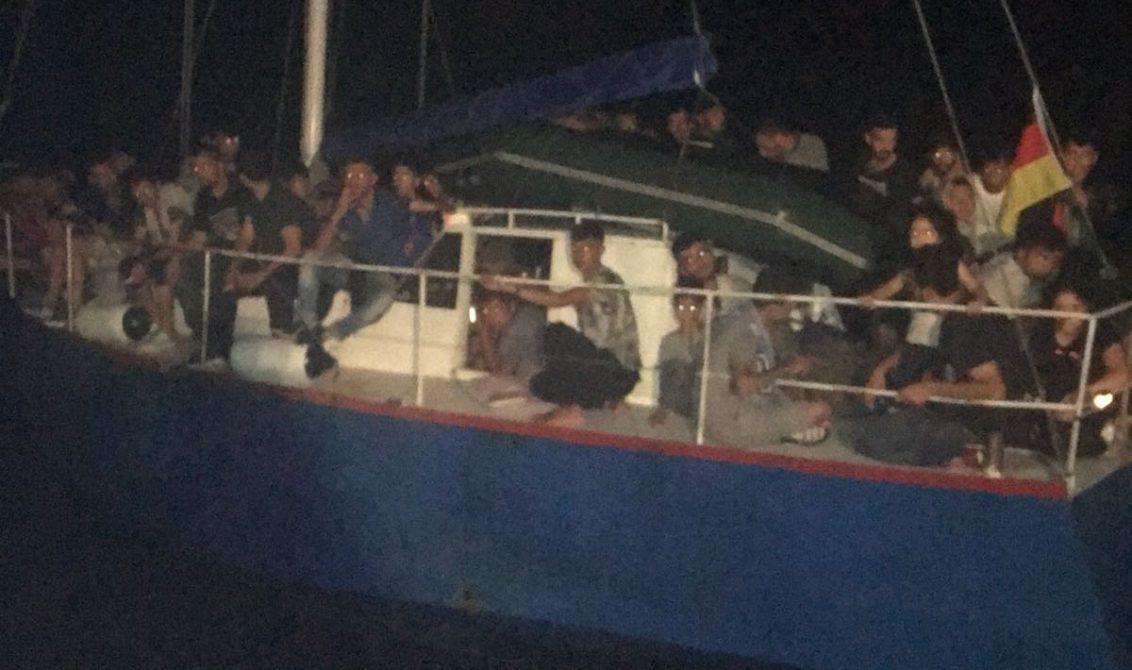 Среди нелегалов были 8 женщин и 15 детей / Фото dpsu.gov.ua