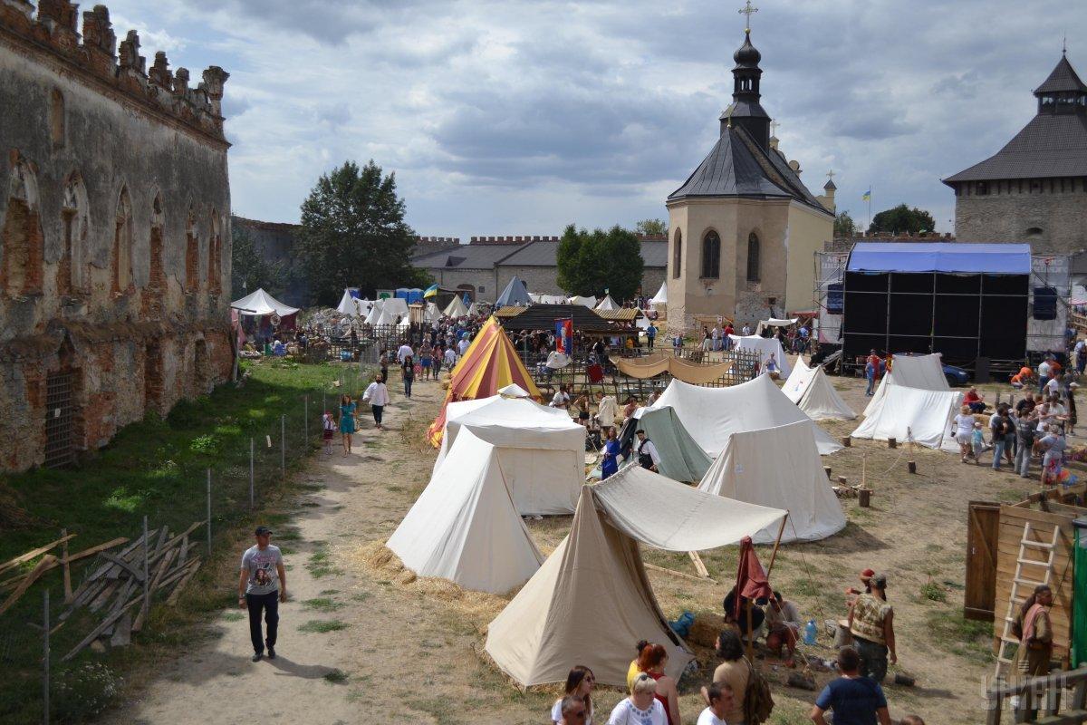 На території Меджибізької фортеці часто проводять історичні фестивалі / Фото УНІАН