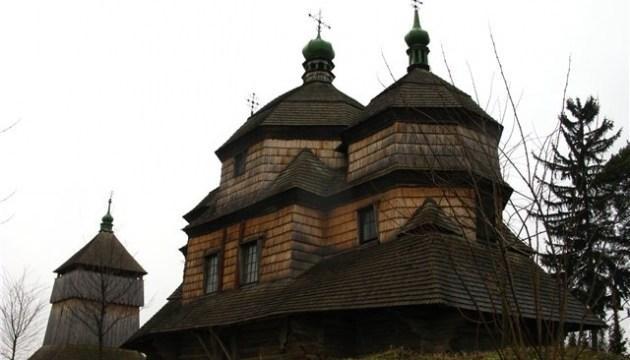 Перші два путівники пропонують мандрівки унікальними дерев'яними церквами району / gorodok-vlada.gov.ua