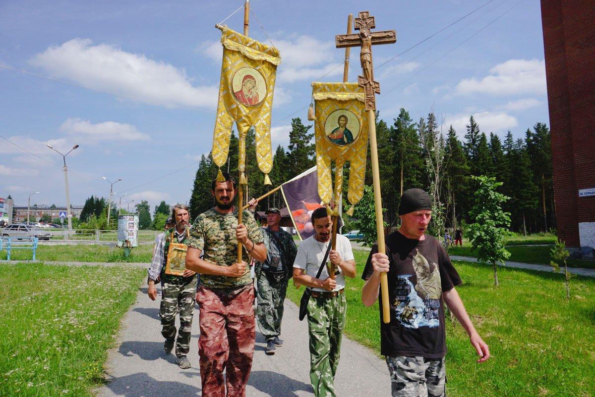 Участники крестного хода планируют преодолеть пешком тысячу километров / revda-info.ru