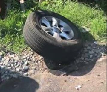 У машины отпало колесо / скриншот