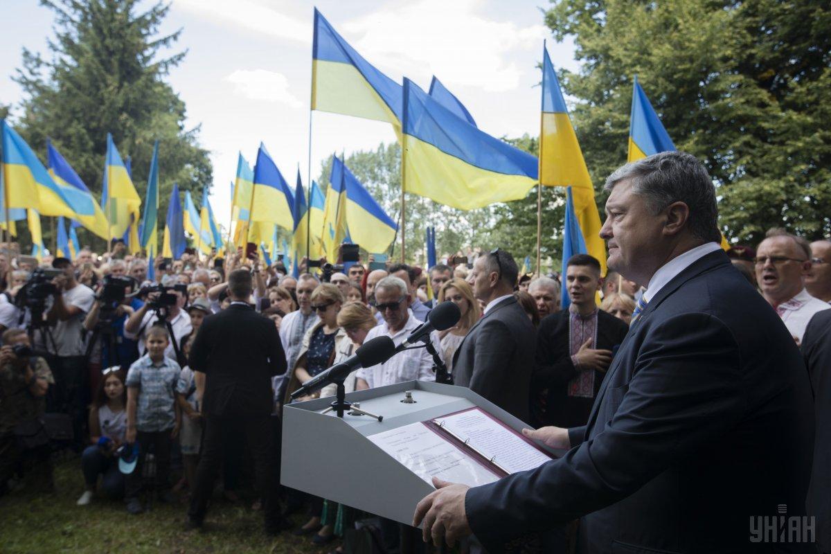 Порошенко уверен, что Россия ведет войну и не только против Украины, но и против Польши / фото УНИАН