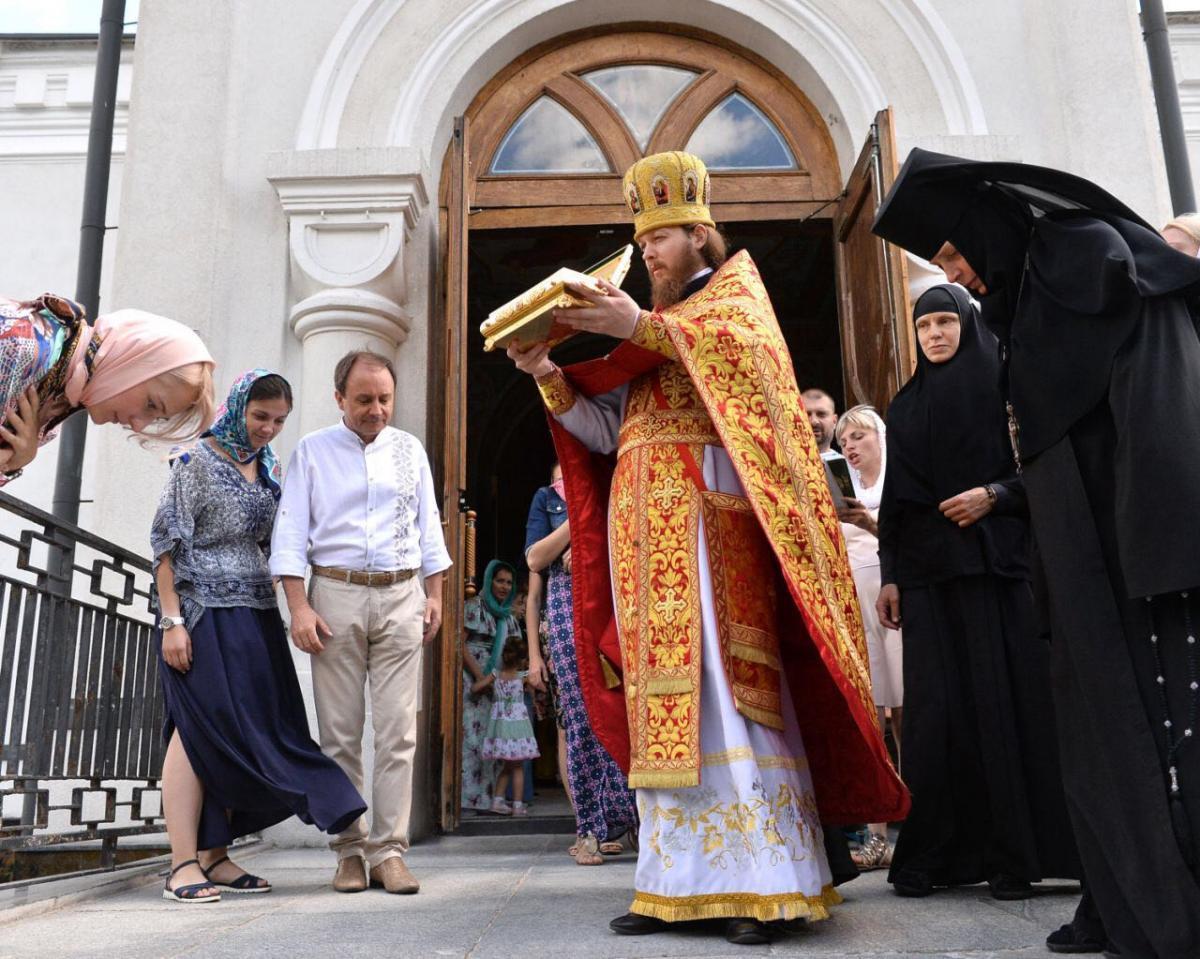 Житомиряне поклонились честными мощами святых Киприана и Иустины / zhytomyr-eparchy.org