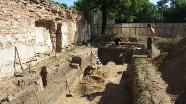 Находки, обнаруженные при раскопках возле Кирилловской церкви / vechirniykiev.com.ua
