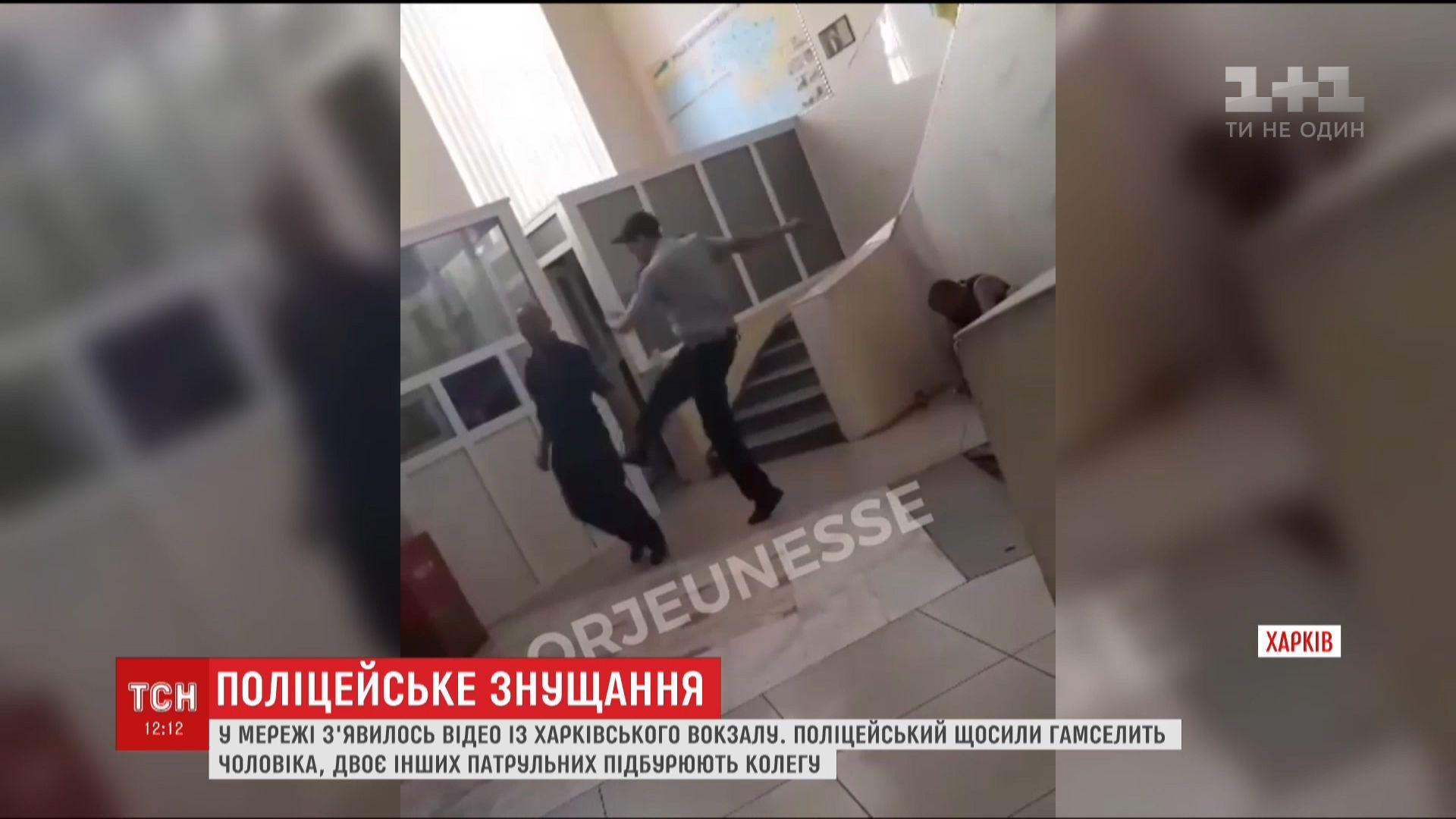 Потерпілий слухняно виконав наказ стояти і терпіти / Кадр з відео ТСН