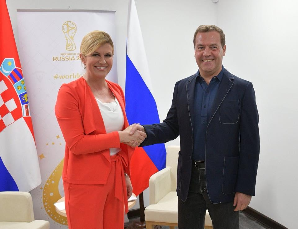 РосСМИ фальсифицируют рост Медведева / фото facebook.com/nashacanada