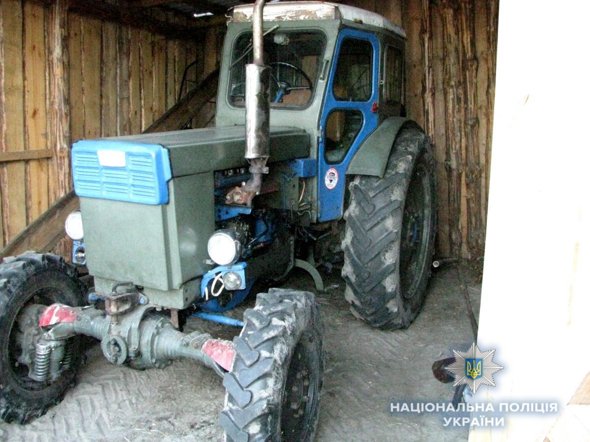 Трактор передним колесом переехал тело женщины / Фото rv.npu.gov.ua