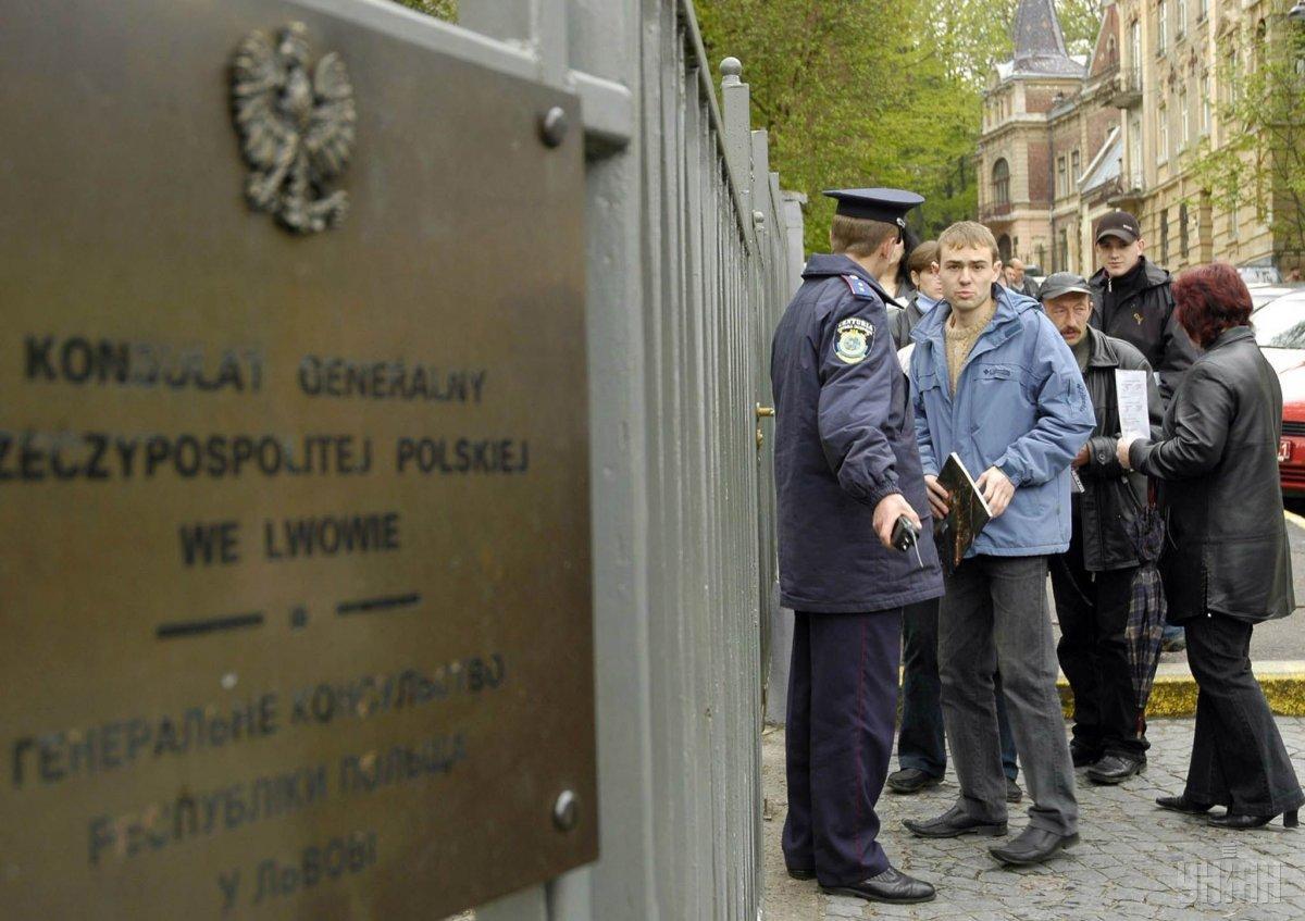 Почти две трети украинских заробитчан обдумывают остаться жить в Польше и перевезти туда своих родных / Фото УНИАН