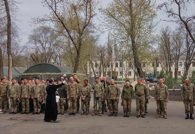Военные из Донбасса подарили винницкому священнику-волонтеру икону / news.church.ua