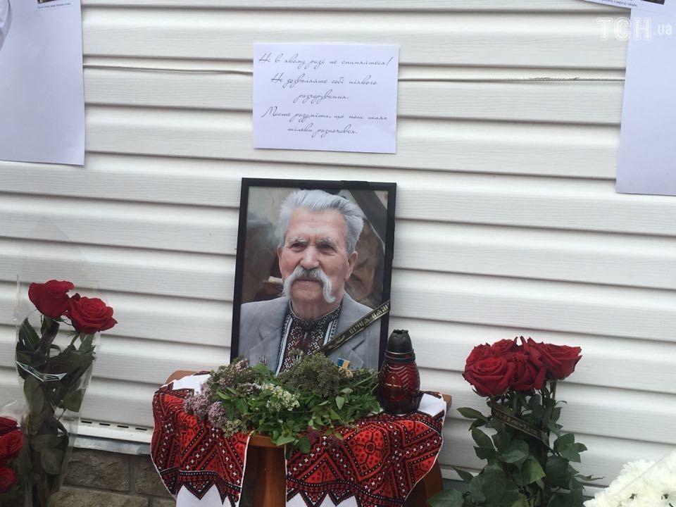Сегодня проходит церемония прощания с Левком Лукьяненко в его доме под Киевом / ТСН