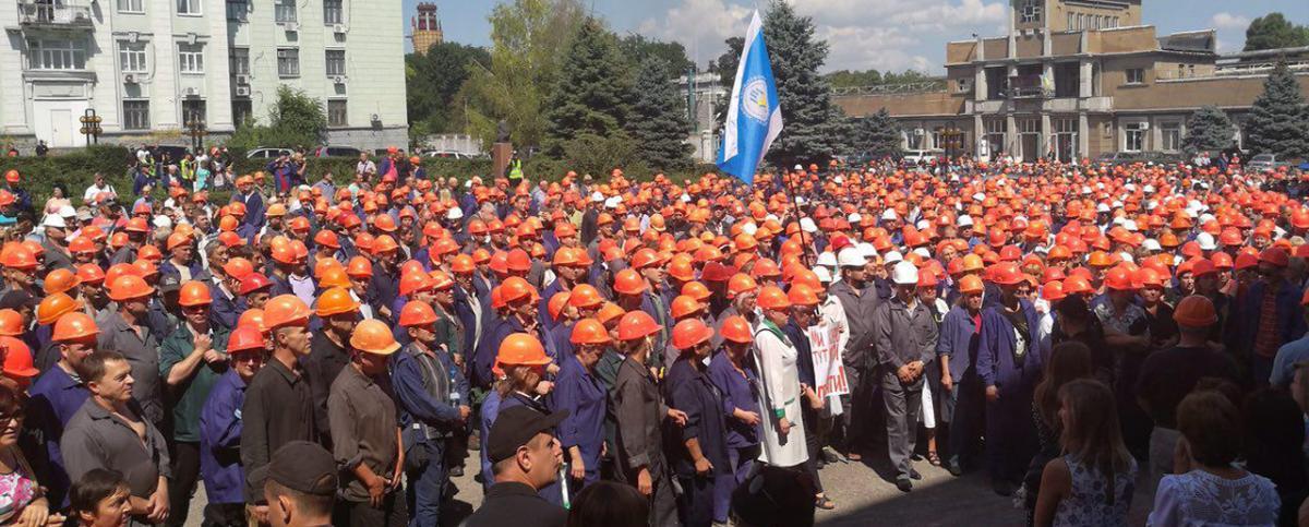 """У мітингу на """"Дніпроазоті"""" взяли участь близько 4 тис. осіб / фото socpartia.com"""